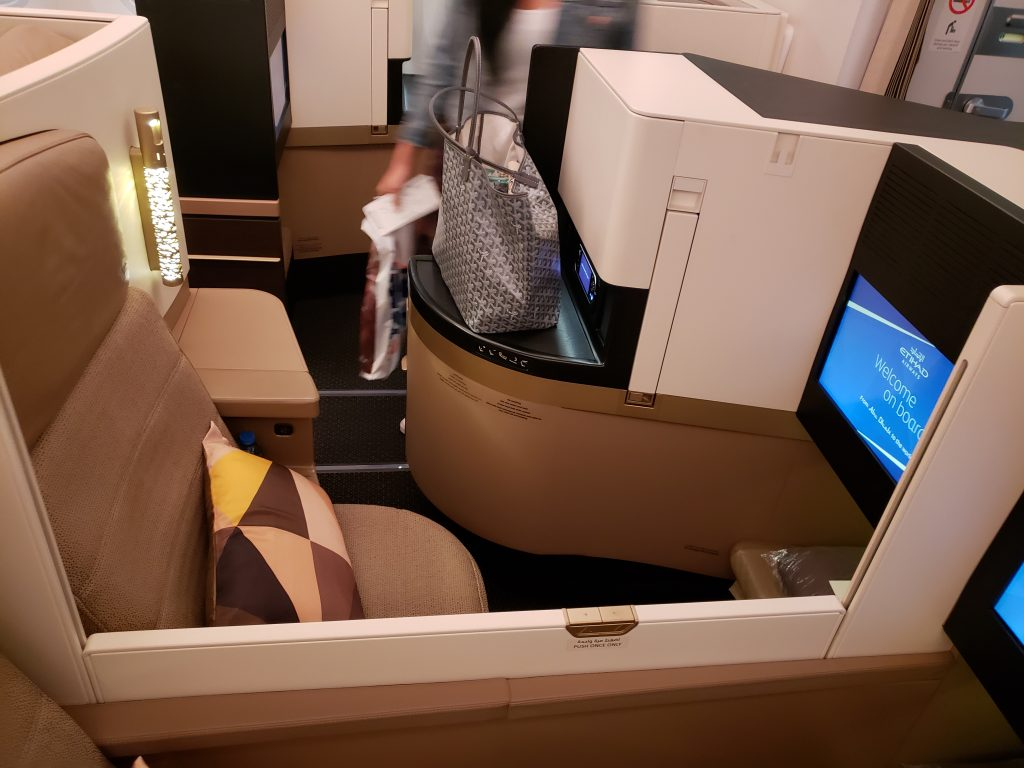 Etihad Business Class Boeing 787 EY 90 Athens to Abu Dhabi | EYES ON