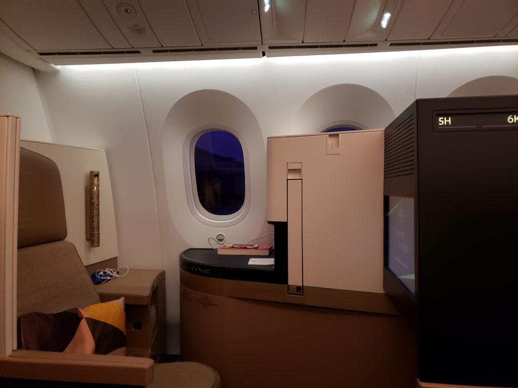 Etihad Business Class Boeing 787 EY 90 Athens to Abu Dhabi | EYES ON